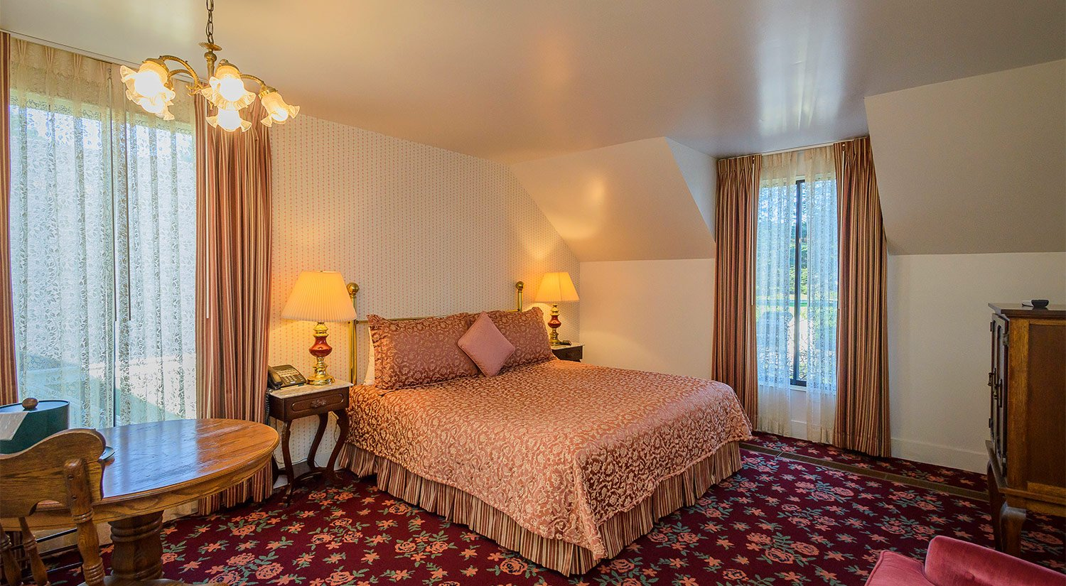 Charming Boutique Guest Rooms, steps from the Mendocino Coast