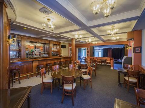 Hill House Inn - Dining and Bar