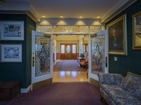 Hill House Inn - Entry