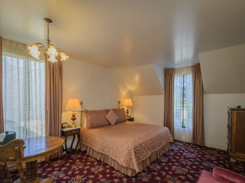 Hill House Inn: THE CYPRESS SUITE