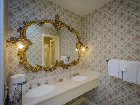 Hill House Inn - Guest Bathroom