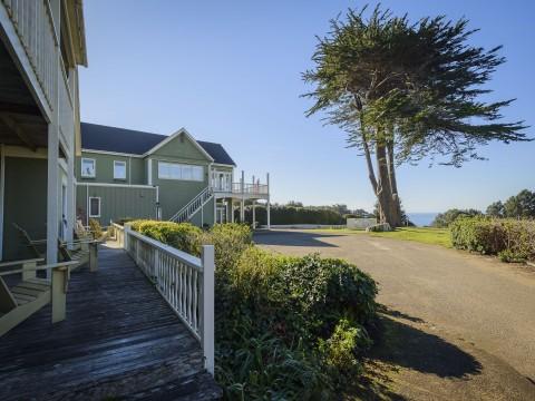 Hill House Inn - Take In The Views